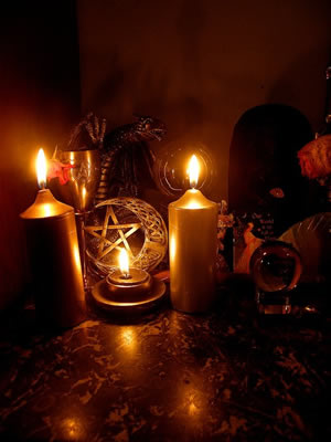 Wiccan altar photo by Wilhelmine-Lachmanov�